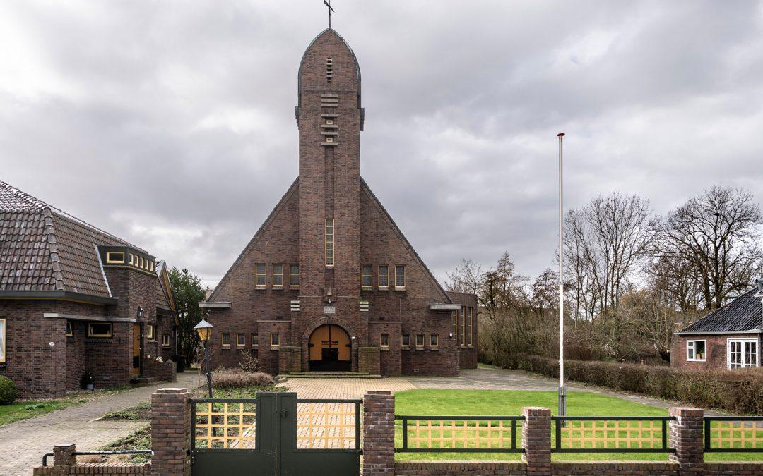 Kleurige restauratie van de gereformeerde kerk Onderdendam in 2020 van start